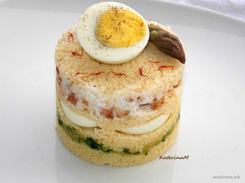 Редена кус кус салата со варени јајца 2