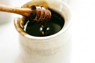 Чистење на лицето со мед 1