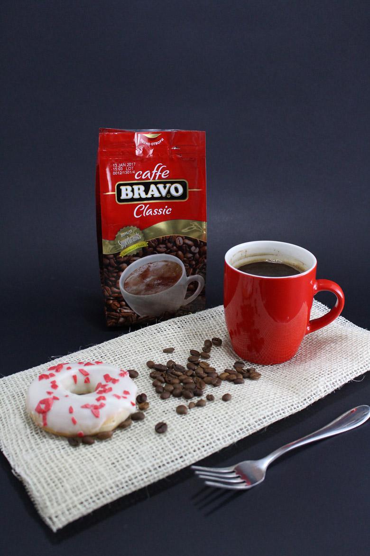 печени крофни со кафе
