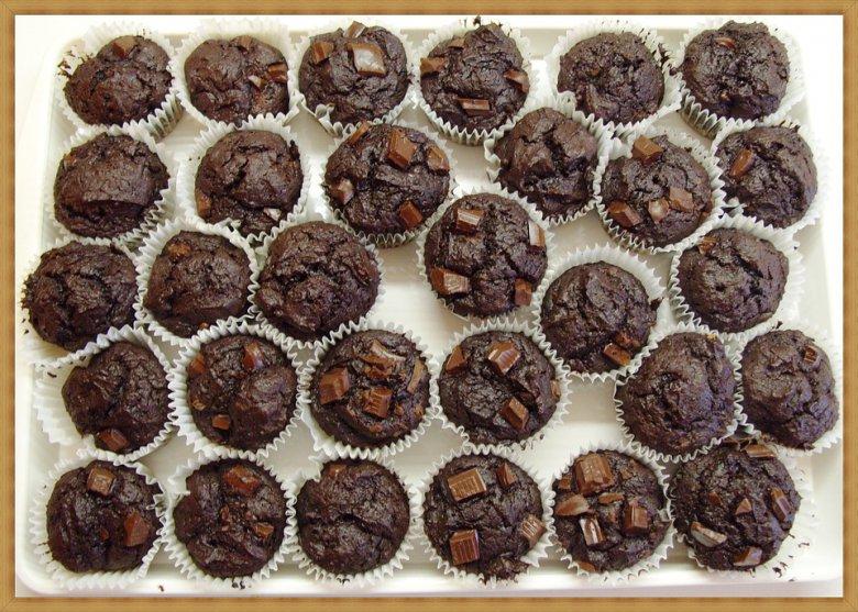 Екстра чоколадни мафини со лешници и брусница 2