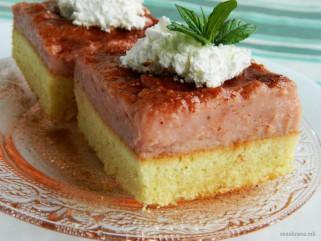 колач со крем од јагоди