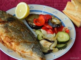 Риба со прилог од печен зеленчук 1