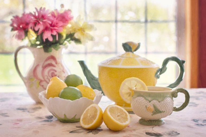 топла вода со лимон