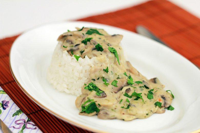 ориз со сос од печурки