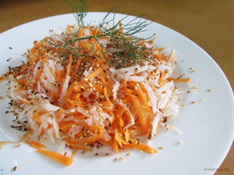 салата со дајкон и морков
