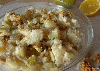 Слатка компир салата со јаболко и ореви 1
