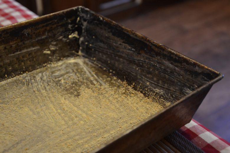 чистење на тави за печење