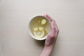 Како од ѓумбир да направите напиток против надуеност 1