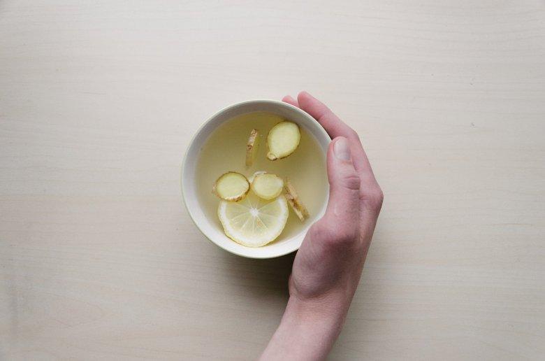 Како од ѓумбир да направите напиток против надуеност 2