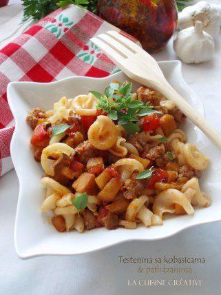 Тестенини со доматен сос и колбаси 1