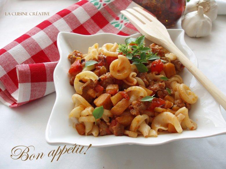Тестенини со доматен сос и колбаси 2