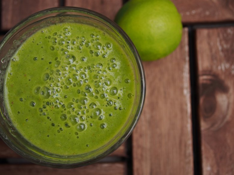 Зелено смуди со спанаќ, банана и мед 2