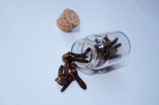Излечете ја главоболката со етерично масло од каранфилче 1