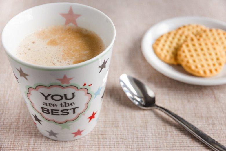 чај од печен шеќер и млеко