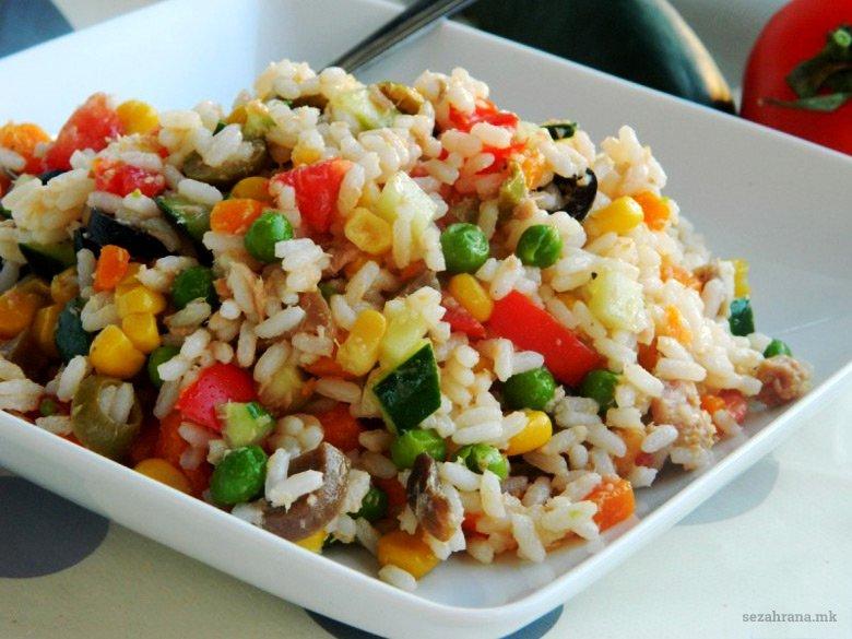 посна ориз салата со туна