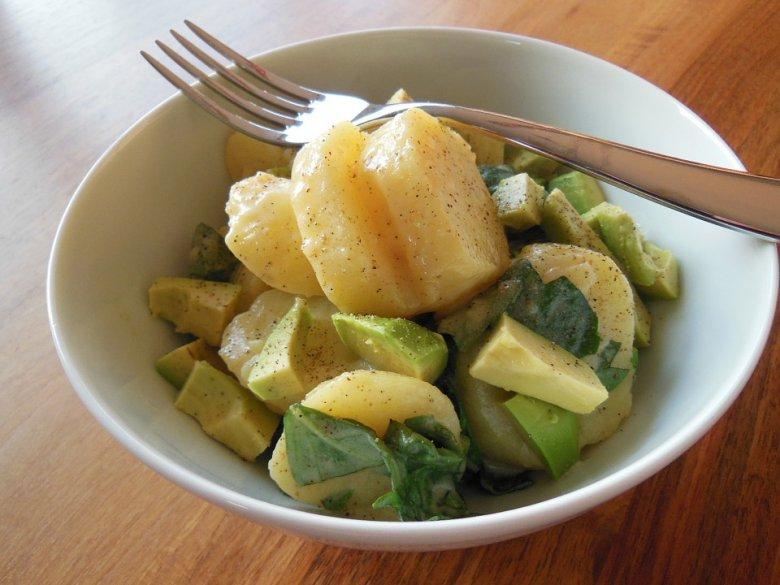Брза посна компир салата со авокадо и спанаќ 2