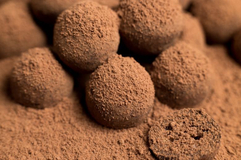 чоколадни бомбици со кокос 2