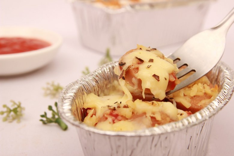 Василичарско мезе од колбаси со топен кашкавал 2