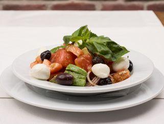 italijanska salata so domati
