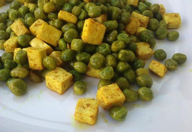 Здрав и брз оброк - зачинето тофу сирење со грашок 3