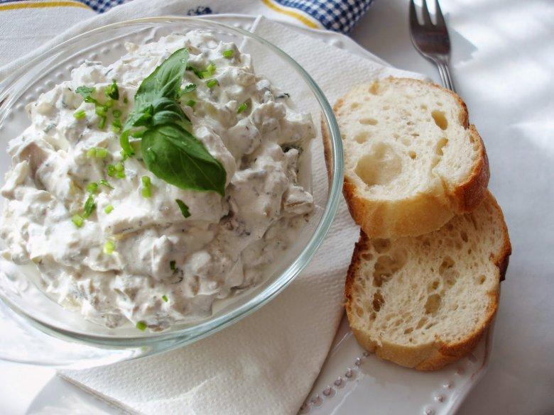 Бела салата со печурки и краставици 2