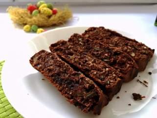 чоколадна торта со урми