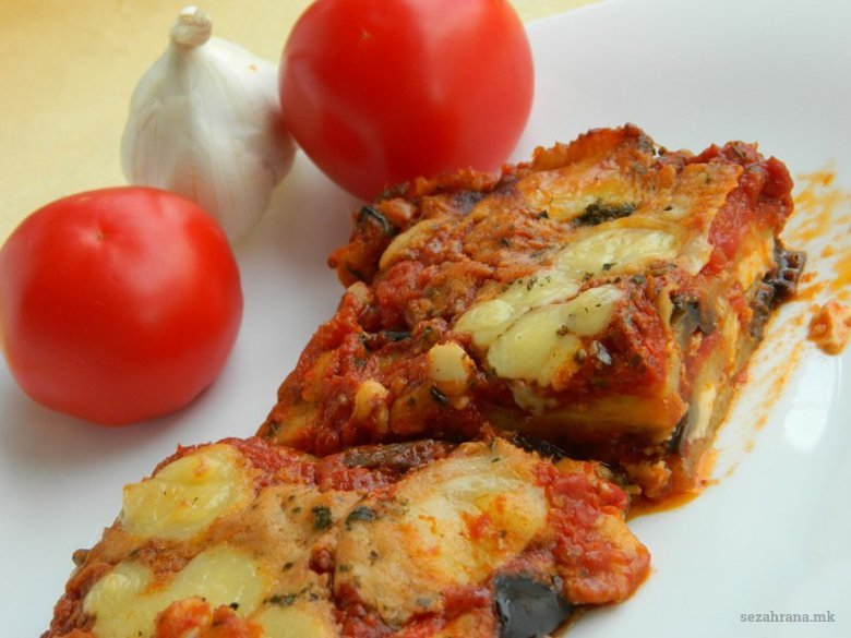 црни патлиџани во сос - италијанска пармиџана 2