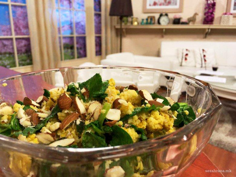 Здрава салата со просо, спанаќ и бадеми (оброк) 2