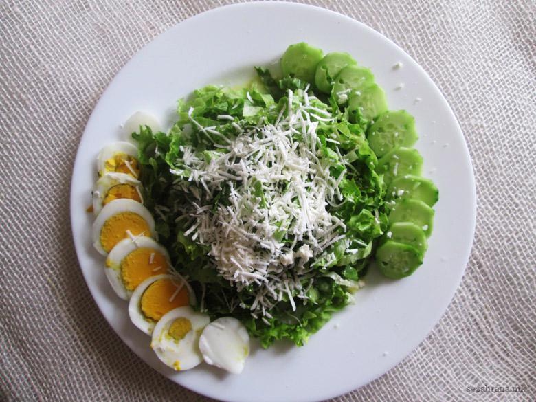 свежа салата со марула и краставици