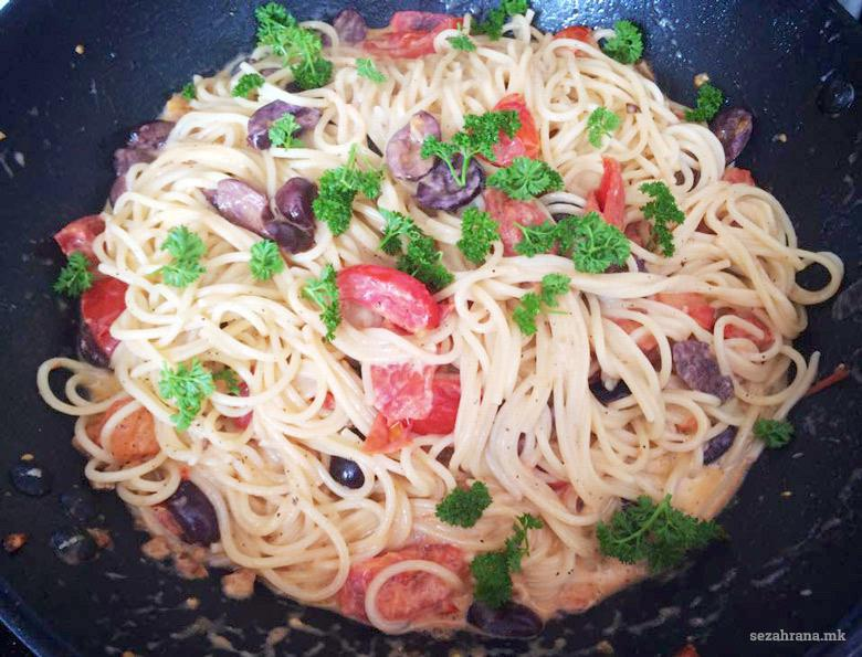 тестенини во сос од павлака