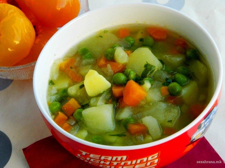 Посна чорба од компири, грашок и морков - без масло 2