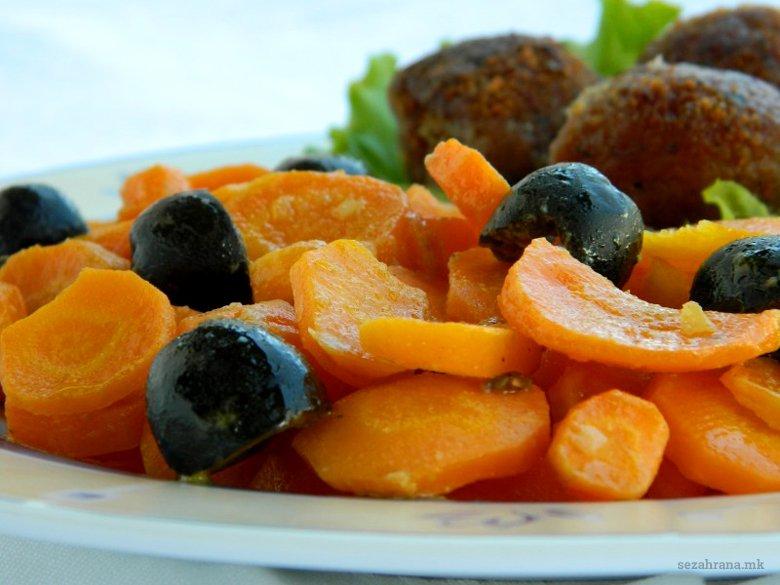 Динстани моркови со зачини и маслинки 2