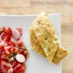 Домашен рецепт за италијанска фокача посипана со рузмарин 1