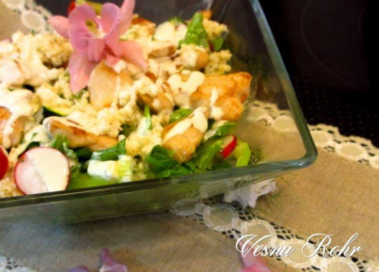 Летна оброк салата со пилешко месо 2