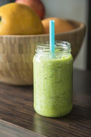 Зелено смуди од киви и кокосово млеко за енергија преку целиот ден 1