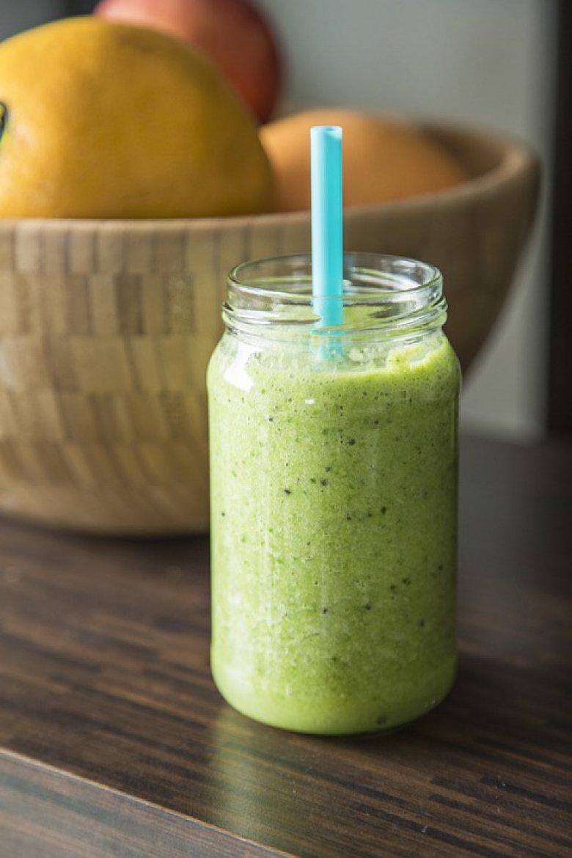 Зелено смуди од киви и кокосово млеко за енергија преку целиот ден 2