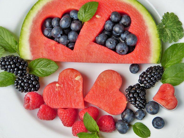 10 сочни намирници кои треба да ги јадете ако не обожавате да пиете вода 2