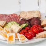 5 сигнали кои укажуваат на претеран внес на протеини од месо, риба или сирење 1