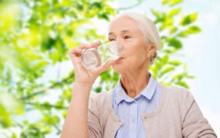 5 причини зошто е добро наутро и навечер да се напиете чаша топла вода 1