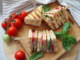 Домашен клуб сендвич во комбинација со зеленчук 1