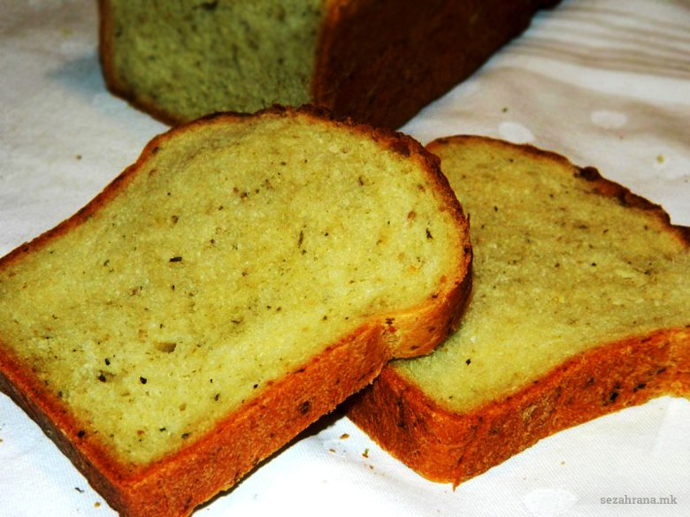 домашен леб со песто сос