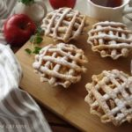 Сочни корпички со фил од јаболка 1