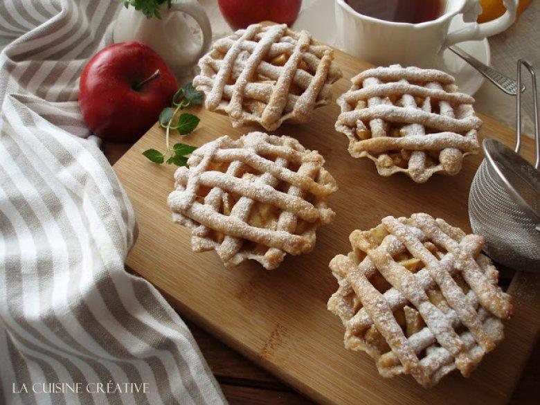 Сочни корпички со фил од јаболка 2