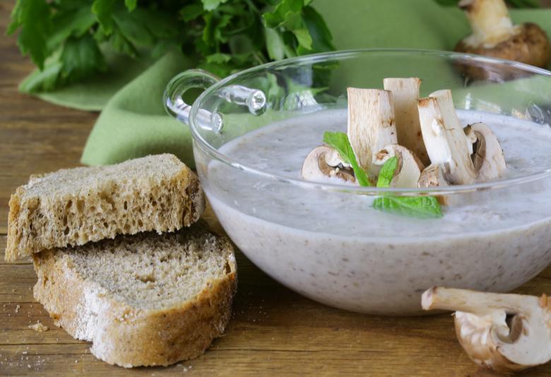 Домашна крем супа од печурки и бело вино