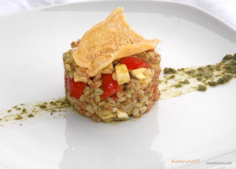 Оброк салата со јачмен, спелта и песто сос 2
