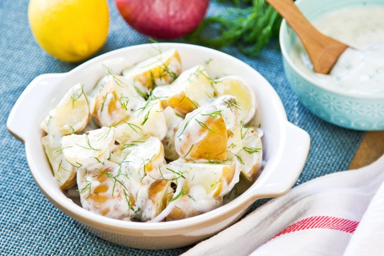 Прилог од запечени компири со домашен тартар прелив 2