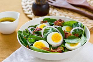 салата со варени јајца