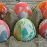 Велигденски јајца со кујнска хартија - лесна декорација 1