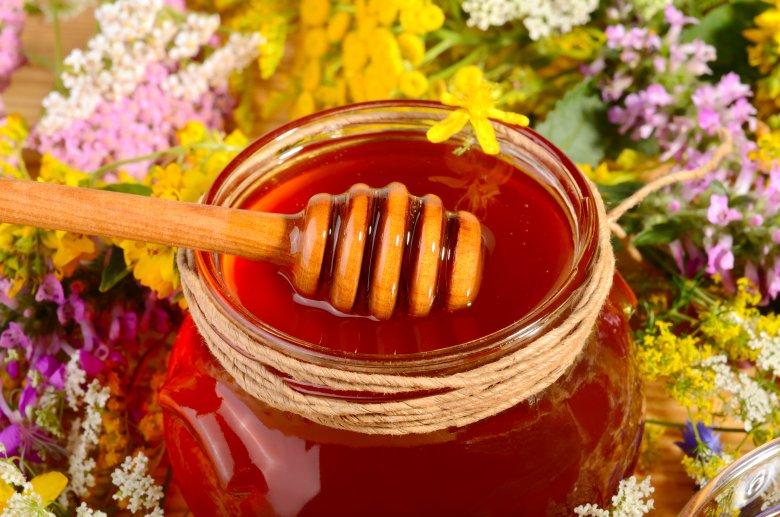 чистење на лицето со мед