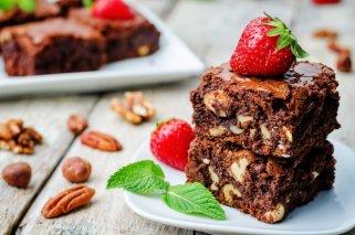Чоколаден крем колач со лешници и ореви без матење 1